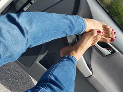 Quinn (IPMT) Tags: toenail sexy toes polish foot feet pedicure painted toenails pedi zoya barefoot barefeet rojo red creme vermelho descalza warm rich redberry slight purple undertones glossy crème finish dash dashboard tablero blue jeans azul quinn