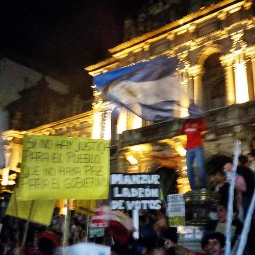 Una bandera argentina por sobre las consignas #tucumanazo
