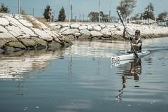 Aveiro (Eva Benimeli - Self-Portraits & Street Photography) Tags: people water river agua streetphotography canoe aveiro orto piragua fotodecalle
