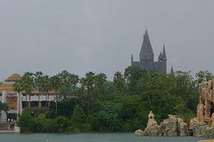 Hogwarts looming (muggles walk) (yetanotherstephanie) Tags: summer wallpaper harrypotter backgrounds hogwarts themepark hogsmeade universalsislandsofadventure potterphiles