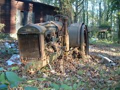 DSCF0078 (à l'oeil de verre photographie) Tags: tracteur rouille fôret àloeildeverrephotographie