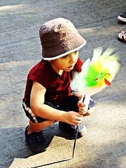 Amazed ! (anish.padalkar) Tags: india festival children child maharashtra mumbai kalaghodaartsfestival anishpadalkar