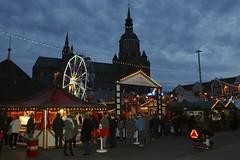 Weihnachtsmarkt Stralsund 2015 (Carl-Ernst Stahnke) Tags: weihnachten weihnachtsmarkt glhwein buden bratwurst stralsund besucher hansestadt neuermarkt fahrgeschfte vorweihnacht