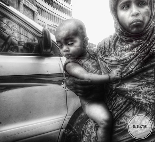 Mother trying too get food for her child (Bangladesh)
