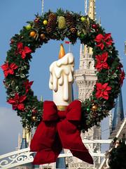 Magic Kingdom Christmas Wreath (meeko_) Tags: christmas wreath candle cinderella castle cinderellacastle christmaswreath mainstreetusa magic kingdom magickingdom themepark walt disney world waltdisneyworld florida disneychristmas