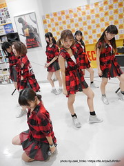 "HOT HEAT HEAT GIRLS 1st single ""JUMP"" リリースイベントミニライブ @ TOWERminiダイバーシティ東京プラザ店"