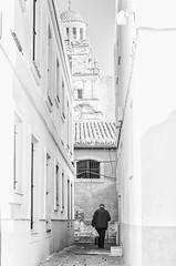 """Tota una vida""/ ""A lifetime"" (nuriapase) Tags: blackandwhite white black blancinegre streetphoto street carrer calle jerez andalucia clavealta highkey creative art people persona thewhitetown cádiz"