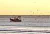 Segue um Pescador (luiszvd) Tags: pesca fishing fonte da telha portugal sunset