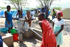 haiti_10 (( Voice Nature. )) Tags: water haiti earthquake women naturaldisaster hti idps camplife internallydisplaced fondparisien bjorgvinsson northamericaandthecaribbean