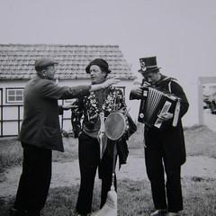 busker - Straenmusikanten 1960's (achatphoenix) Tags: street musician denmark hirtshals 1960s busker dnemark danmark rollingstones sixties tramps