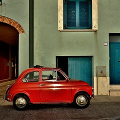 fiat 500 (archifra -francesco de vincenzi-) Tags: door blue square fiat blu finestra oldcar fenêtre microcar carré molise fiatcinquecento cinquino fiat500l cinquepiotte archifraisernia francescodevincenzi termolicampobasso borgoditermoli