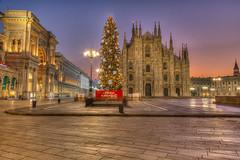 Buone feste !!! (fotopierino) Tags: christmas xmas italy milan canon italia alba mark milano iii centro di 5d piazza duomo merry festa natale lombardia hdr auguri feste 24105 2015 buone fotopierino