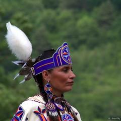DSC_1146_v2 (Pascal Rey Photographies) Tags: powwow portraits portrait firstnativepeople ornans25290 nativeamerican indiens amerindiens digikam digikamusers linux ubuntu opensource freesoftware danseaveclaloue pineridgeenfancesolidarité france fra