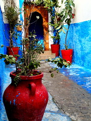 Kasbah, Rabat, Morocco (Pranav Bhatt) Tags: morocco maroc marocc moroc northafrica africa kingdom kingdomofmorocco almaghrib rabat capital nationalcapital city fortified fortifiedpalace kasbah fortress blue red whitewash