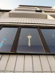 Das Fenster. / 21.12.2016 (ben.kaden) Tags: berlin berlinmitte spandauervorstadt plattenbau architekturderddr architektur almstadtstrase industriellerwohnungsbau 2016 21122016 1980er