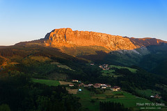 Itxina mountain with Zaloa and Urigoiti villages at sunset (Mimadeo) Tags: sunset sunlight mountain mountains rural golden countryside spain village peak bizkaia euskalherria euskadi orozco vizcaya basquecountry paisvasco massif gorbea zaloa itxina orozko urigoiti