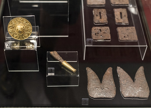 Gold and iron from the tomb of Seuthes III