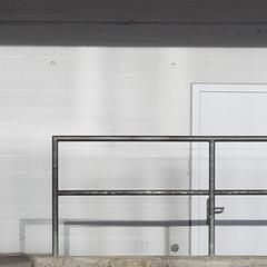 Gray Rectangles (zeh.hah.es.) Tags: door shadow grid grey schweiz switzerland zurich gray grau zrich schatten tr gitter kreis5 einsonce zehhahes kw04317