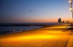 Barcelone, bord de mer de Barceloneta (louis.labbez) Tags: art architecture soleil construction lumire pierre horizon playa bateau espagne nuit plage bord catalan barcelone couchant immeuble catalogne labbez