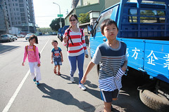 IMG_8566.jpg (小賴賴的相簿) Tags: family kids canon happy 50mm stm 台中 小孩 親子 陽光 chrild 福容飯店 5d2 老樹根 麗寶樂園 anlong77