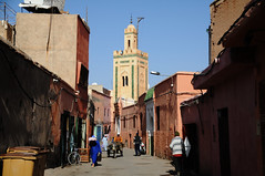 Marrakech /  (Morocco) - Old Town (Danielzolli) Tags: city minaret mosque morocco maroc stadt marrakech mezquita cami altstadt oldtown marruecos minar marokko moschea cittavecchia cascoviejo camii marrakesch vielleville mesto moschee starowka  maghrib almaghrib minarett meczet damija almenar dzami  mascid