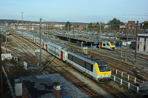 HLE 1349 + IC 2112 (Bruxelles-Midi 12:33 - Luxembourg 15:51), Ottignies (track 1), 28th January 2017