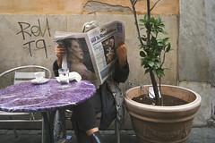 la Repubblica DSCF1907 (Denkrahm) Tags: skin booties skinboots denkrahm rome larepubblica newspaper reading terras cafe italy plant readingglasses espresso coffee fujixpro1 bobdylan dariofo nobelprize