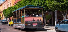 2016 - Mexico - Querétaro - Recorridos Touristicos (Ted's photos - For Me & You) Tags: 2016 cropped mexico queretaro santiagodequeretaro tedmcgrath tedsphotos tedsphotosmexico vignetting nikon nikonfx nikond750 trolley streetscene street recorridosturísticos tourists touristbus