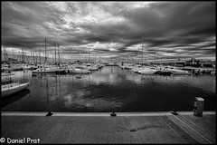 Nautico (dapray) Tags: bn botes nautico yates geostate geocountry puerto club vilanovailageltru catalonia spain mar port nubes reflejo contraste muelle pantalan