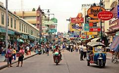 Khaosan Road Bangkok (meymedali) Tags: thailand bangkok khaosanroad street shopping asia