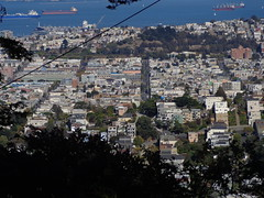 view east across the Mission and Potrero Hill (sftrajan) Tags: sanfrancisco park view hill telephoto vista themission 20thstreet hilltop potrerohill 19thstreet 21ststreet 2015 sfgh sanfranciscogeneralhospital mckinleysquare sonydsch90 paloaltostreet