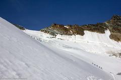 Along the Alpine trail to Feejoch (Unliving Sava) Tags: summer mountains alps montagne schweiz switzerland suisse hiking alpine bergen alpen wallis ch valais zwitserland allalinhorn saasalmagell saastal mittelallalin feegletscher feejoch feechopf