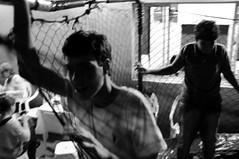 Cama elstica (renanluna) Tags: blackandwhite bw kids night fuji br sopaulo trampoline monochromatic pb sp noite fujifilm 55 crianas pretoebranco monocromia 011 x100 camaelstica renanluna fujifilmfinepixx100