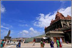 5538 - Vivekananda Memorial and Thiruvalluvar statue at Kanyakumari (chandrasekaran a 34 lakhs views Thanks to all) Tags: sea india saint statue sunrise tamilnadu philosopher kanyakumari thiruvalluvar bayofbengal vivekananda tamils vivekanandarock thirukural tokina1116mm canoneos760d vivikanandamemorial