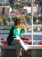 Ruminative (Eva Benimeli - Self-Portraits & Street Photography) Tags: colors río turkey river boat mujer barco ship streetphotography istanbul colores paseo estambul turquía pensando uskudar pensativa bósforo ruminative transbordo fotodecalle