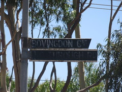 Very old, weathered 'Bovingdon Ct/No Through Road' blades (RS 1990) Tags: adelaide southaustralia friday 16th 2016 december playford munnopara smithfield sign blade old weathered bovingdonct elizabethnorth