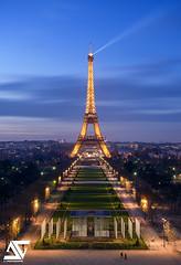 Champ-de-Mars & Tour Eiffel (A.G. Photographe) Tags: anto antoxiii xiii ag agphotographe paris parisien parisian france french français europe capitale champdemars toureiffel eiffeltower bluehour nikon d810 nikkor 2470