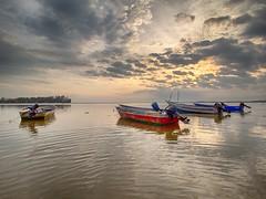 IMG_7241 ~ suratan atau kebetulan (alongbc) Tags: jubakar jubakarpantai tumpat pengkalankubur kelantan malaysia travel places trip sunrise clouds sky canon eos700d canonlens 10mm18mm wideangle