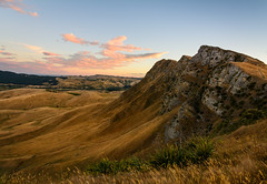 Slippery slope (lizcaldwell72) Tags: tematapeak sky hawkesbay newzealand sunset cloud light