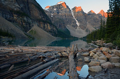 Sunrise at Moraine Lake (cagleswanderlust) Tags: deannacagle sunrise morainelake alberta canada mountains reflection lake water canadianrockies rockymountains logs outdoors banffnationalpark nationalpark canadiannationalpark alpenglow valleyoftenpeaks travel explore