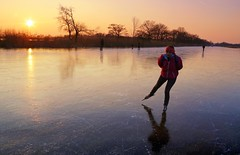 Ice skating in Ankeveen till the sun goes down (B℮n) Tags: wijdemeren ankeveense plassen ice skating ijspret ijs iceskating thenetherlands holland iceskate schaatsen waterland elfstedentocht natuurijs ijstochten wintertime skatingonnaturalice dutchskaters schaatseninwaterland skateoutdoor schaats schaatsgekte bevrorenmeer nearamsterdam wijwillenijsvrij dutch tradition seaofice polders sneeuw snow skates koekenzopie speedskaters frigidconditions cold winter hailing ijsoppervlakte dichtbevroren schaatsrijders schaatstocht genieten enjoy pleasure ijzers sunshine freeze noren klapschaatsen klapschaats skaters pootjeover nederland netherlands kids children fun sun sunset 100faves topf100 200faves topf200