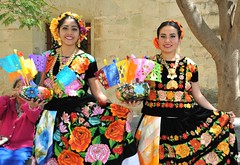 Women of Oaxaca Mexico (Ilhuicamina) Tags: wedding women models boda oaxacan mexican tehuanas huipils embroidery ropa clothing zapotecas