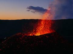 volcan02-4 (loïcabadie) Tags: eruption pitondelafournaise laréunion réunion volcan lave