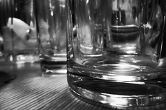 Glasses (Jon-F, themachine) Tags: glass japan digital asian asia empty sony nagoya  nippon japo oriental orient fareast  aichi nihon  digitalphotography   chubu japn  2015  landoftherisingsun  chuubu   xapn jonfu  snapseed dscwx70