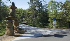 Rocky Coast exhibit (North Carolina Zoo) (ucumari photography) Tags: ucumariphotography rockycoast exhibit nc north carolina zoo april 2015 dsc1375 inukshuk 北極熊