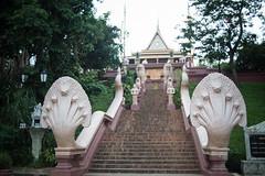 Le temple aux Naga (Dlirante bestiole [la posie des goupils]) Tags: temple asia cambodge cambodia snake boudhism phnompenn