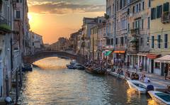 Happy hour a Cannaregio(2) (tullio dainese) Tags: città city venezia venice tramonto sunset allaperto outdoor venedig venise venecia 威尼斯 венеция