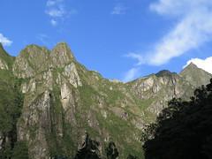 """Le machu Picchu c'est la haut <a style=""""margin-left:10px; font-size:0.8em;"""" href=""""http://www.flickr.com/photos/83080376@N03/21413531820/"""" target=""""_blank"""">@flickr</a>"""