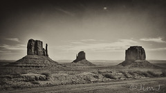The Mittens with Merrick Butte (Jim Johnston (OKC)) Tags: bw landscape utah monumentvalley rockformations themittens fortapache merrickbutte