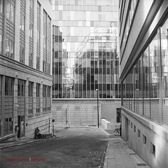 MiRRºrs, nº sMok€ (johannielscom) Tags: city 1920s brussels building blackwhite cityscape noiretblanc kodak trix mirrors bruxelles 1880s trix400 rolleiflex28c